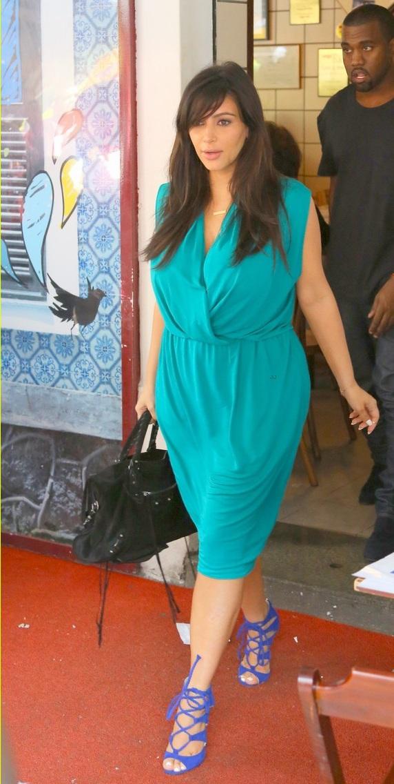 pregnant-kim-kardashian-kanye-west-kisses-in-rio-de-janeiro-21