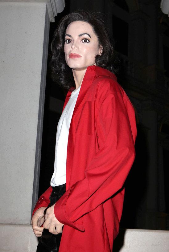 6_celebrity_wax_figures_that_look_exactly_like_the_originals (3)