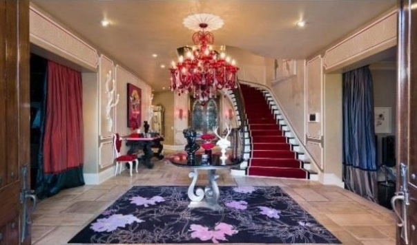 Christina-Aguileras-house-entry-hall-611x384