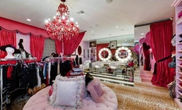 Christina-Aguileras-pink-closet1-611x389